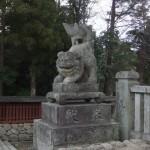 狛犬さんは開かずの門を守っている(門の中には観音様)