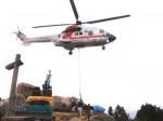 荷物を運ぶヘリコプター