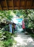 徳寿寺の山門をくぐると