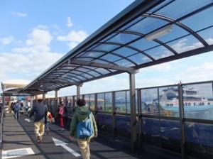 松大観光船乗り場は左へ