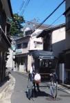 人力車は町屋通りを行く