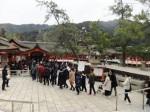 厳島神社に行列