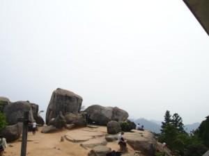 山頂での人々